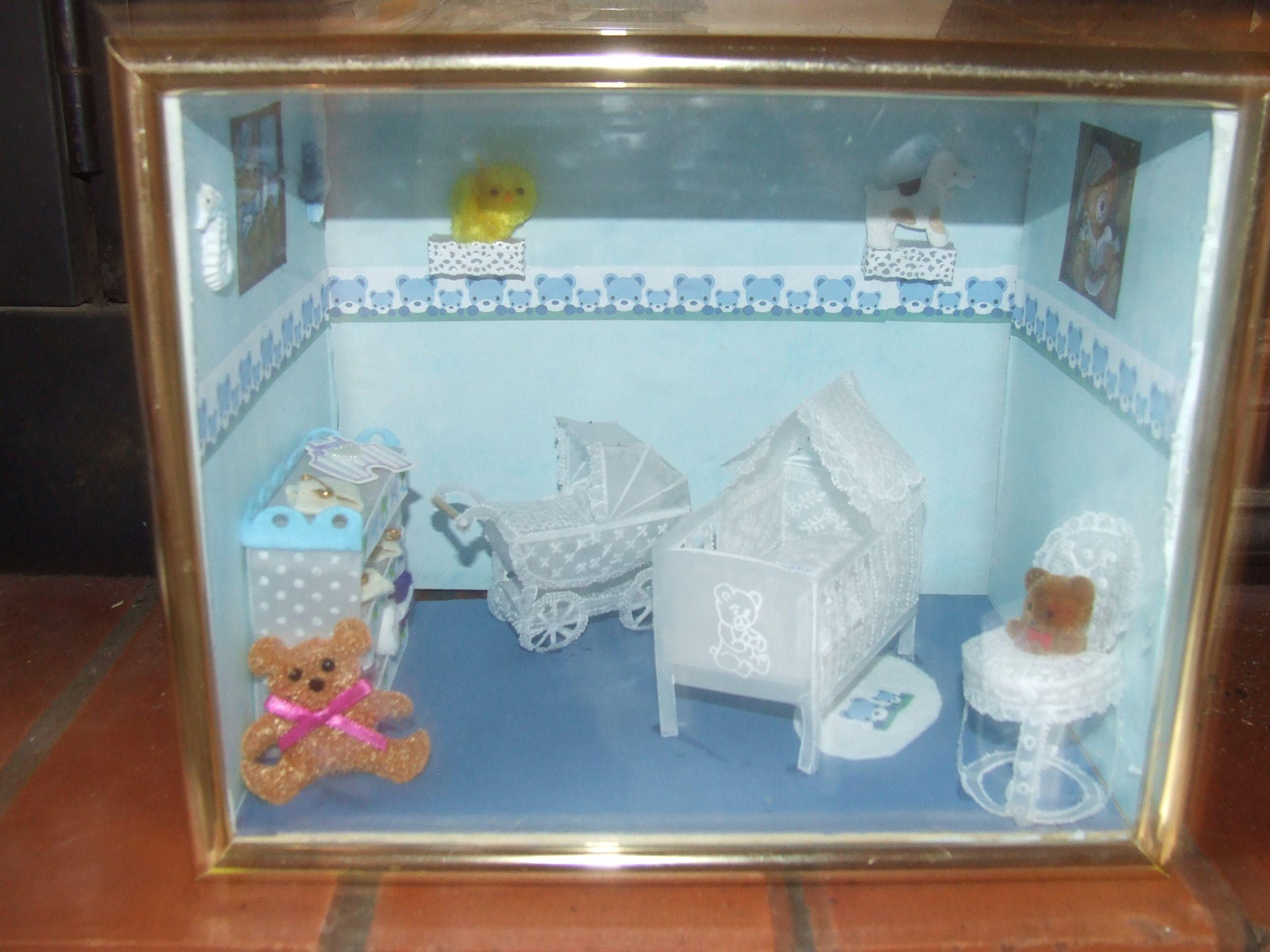 ma 1er vitrine miniature de naissance. Black Bedroom Furniture Sets. Home Design Ideas
